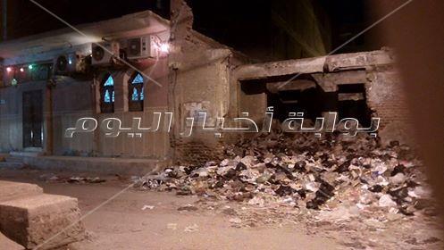 صور رائحة القمامة تسرق خشوع المصليين في الزقازيق