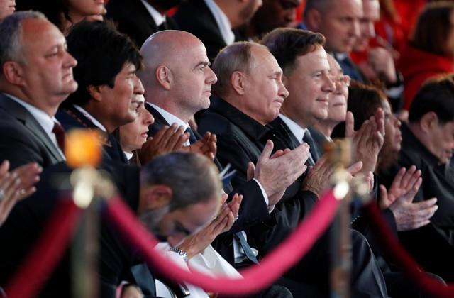 بوتين ورئيس الفيفا و«ميدو» حضور حفل كأس العالم