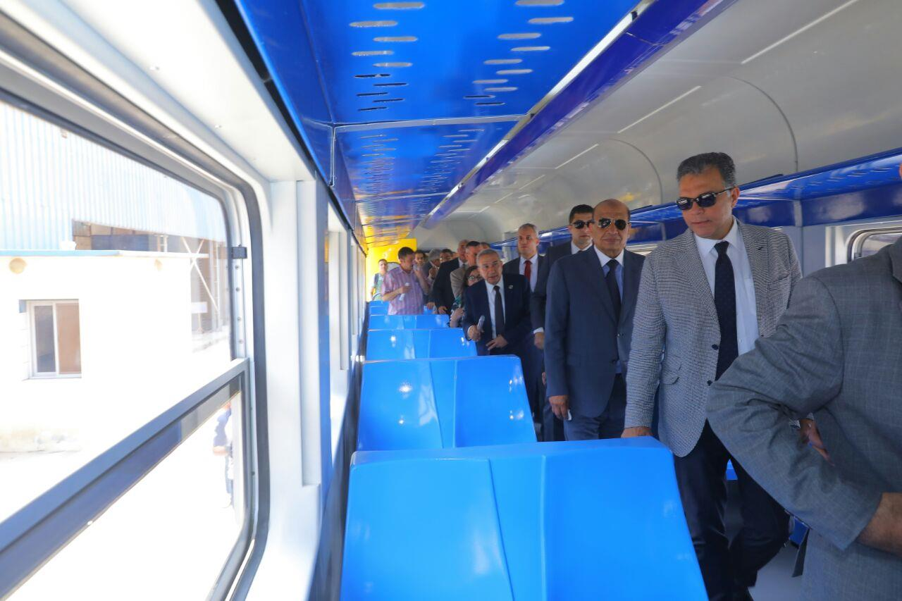 وزير النقل يشهد الانتهاء من تأهيل أول عربة قطار ضمن عقد «200 عربة»