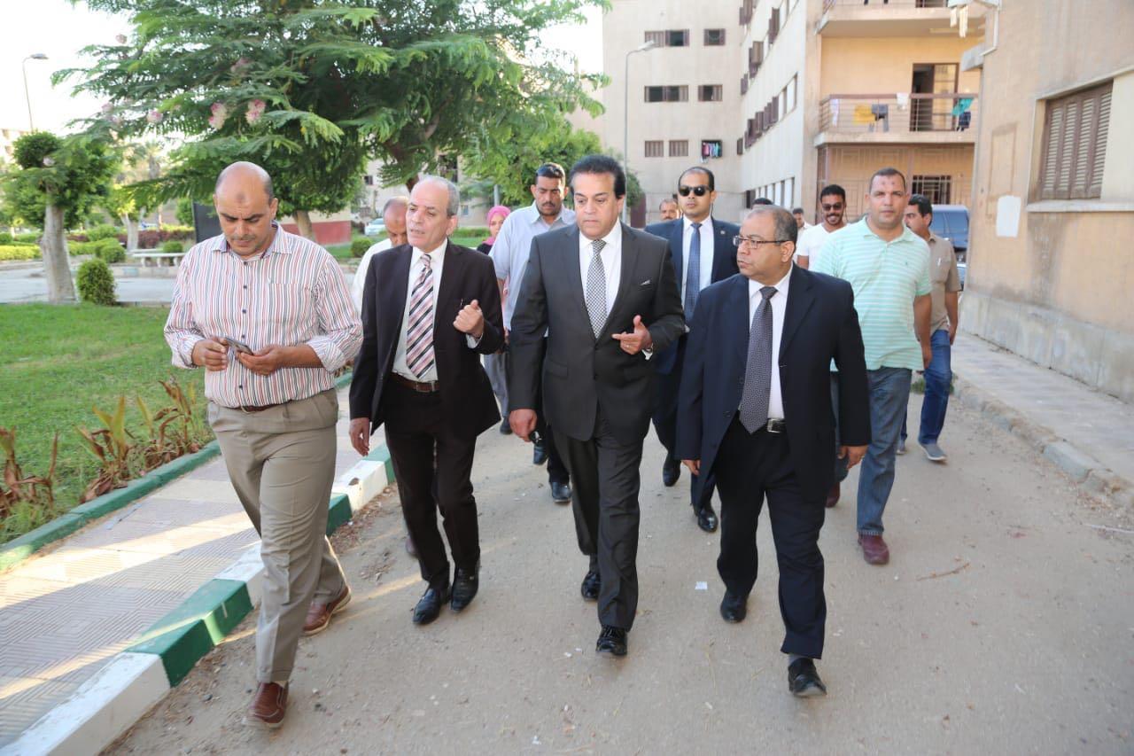 وزير التعليم العالى يتفقد مكتب التنسيق الرئيسي للقبول بالجامعات