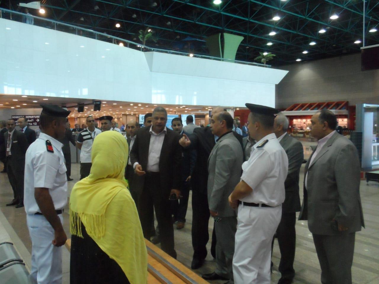 وزير الطيران يتفقد مطار الأقصر الدولي