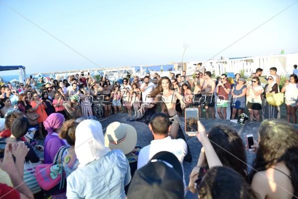 جوهرة تُشعل «مارينا» برقصاتها المختلفة