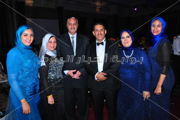 بوسي والعسيلي يُشعلان زفاف «عمرو ورنا»