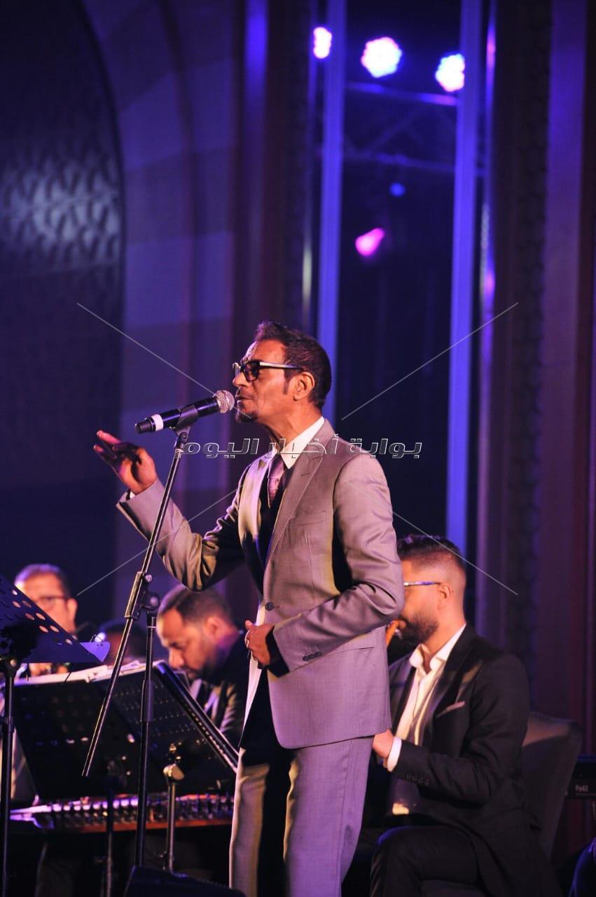رابح صقر يُطرب جمهوره في القاهرة