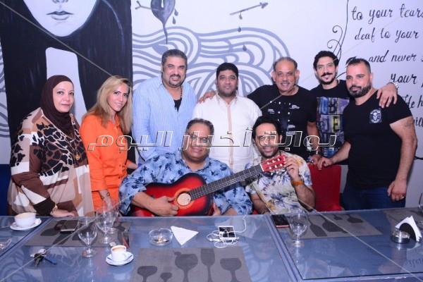 نجوم الفن على مائدة عشاء الفنان السعودي معاذ عبد الصمد