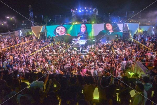 بوسي تُشعل «الساحل» بأغانيها الشعبية