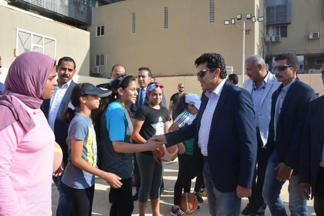 وزير الرياضة يقوم بجولة تفقدية لنادي أصحاب الحياد والصيد بالإسكندرية