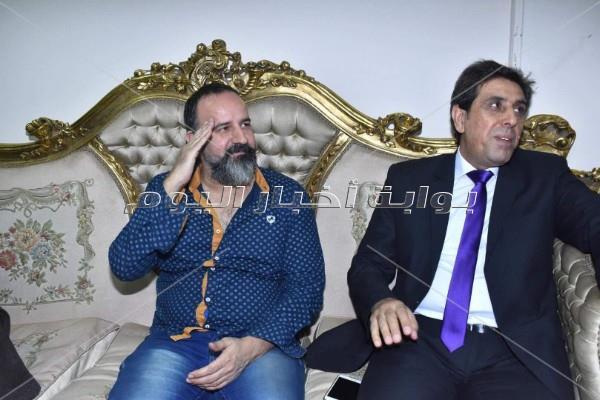أشرف زكي وخالد جلال يفتتحان عرض «حدث في بلاد السعادة»
