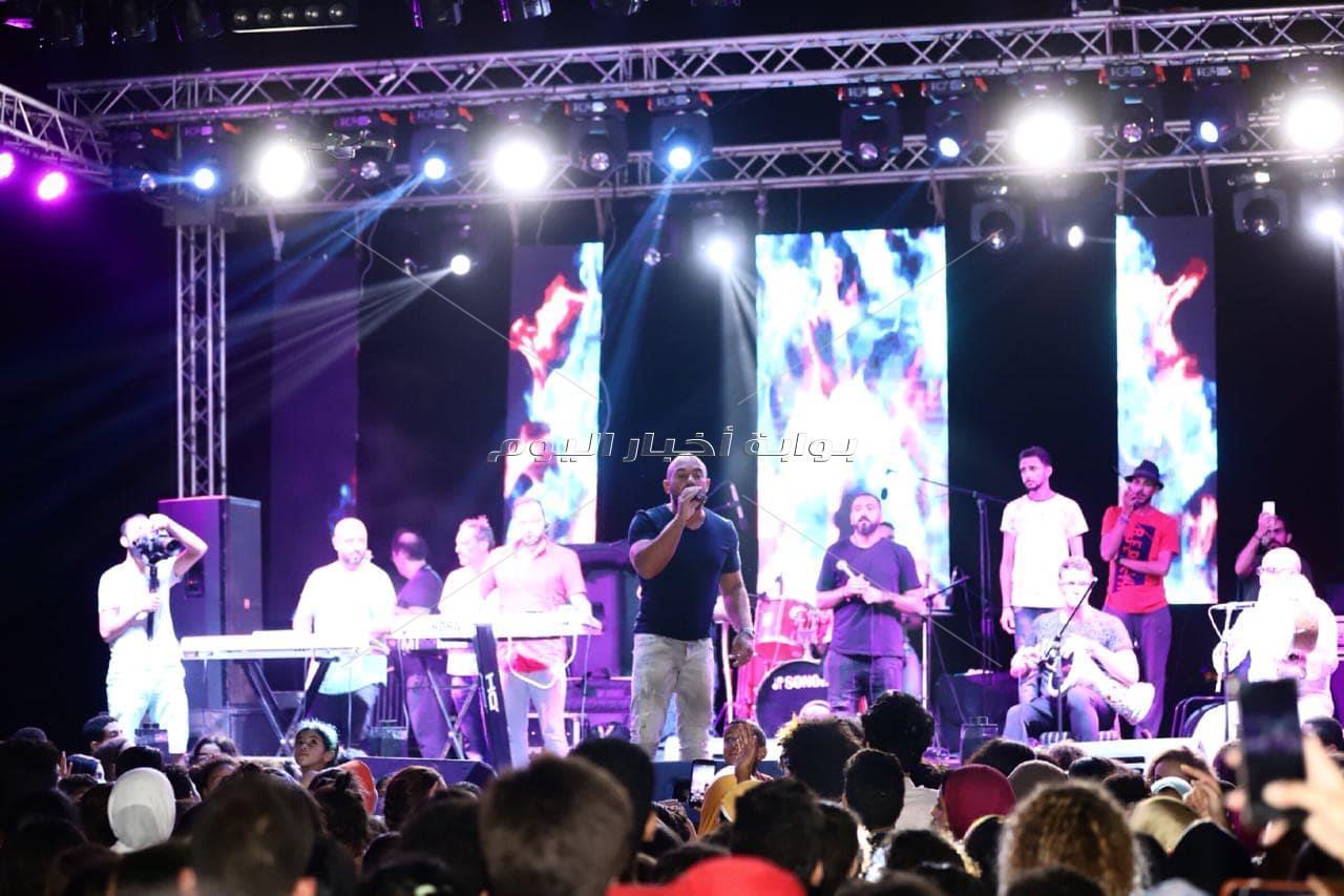 محمود العسيلي يُشعل «الساحل» بحفل «كامل العدد»
