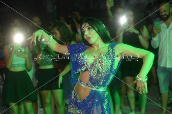 جوهرة والاكوشنير يرقصان على أنغام مصطفى حجاج والليثي في حفل الساحل