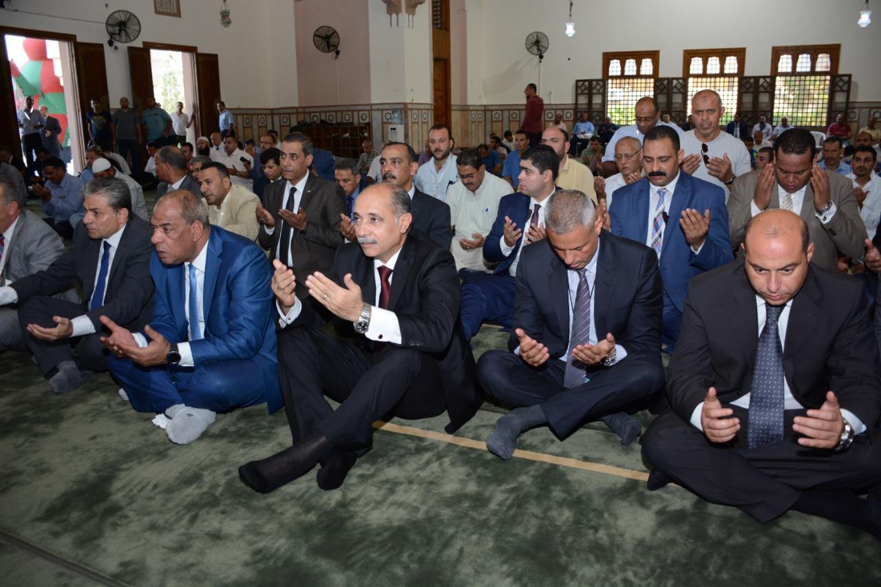 جولة تفقدية لوزير الطيران بمطار القاهرة في أول أيام عيد الأضحى المبارك