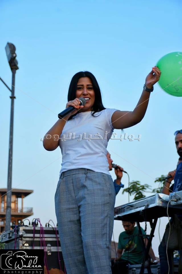 محمد شاهين ومنة عطية يتألقون في حفل العيد بفاملي بارك