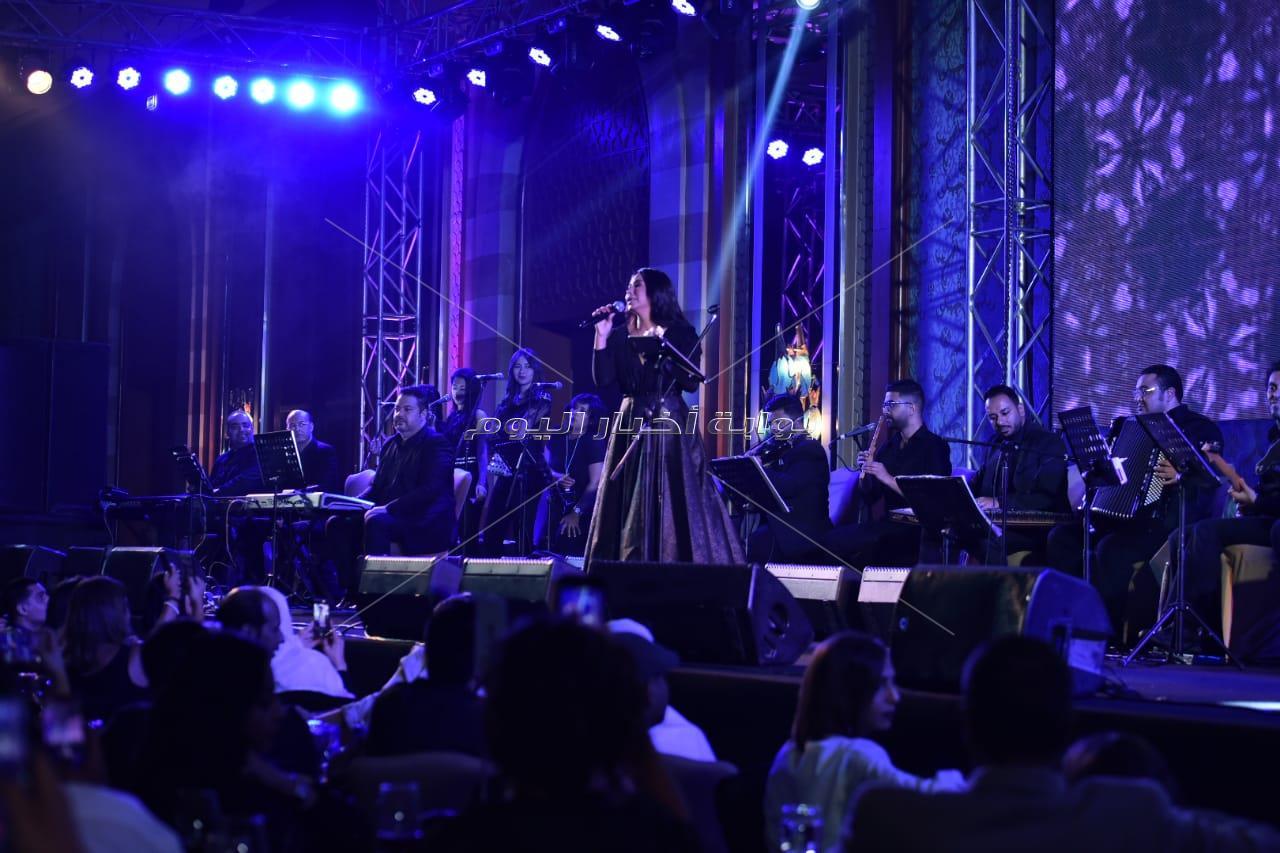 شيرين عبد الوهاب تتألق في حفل غنائي على ضفاف النيل