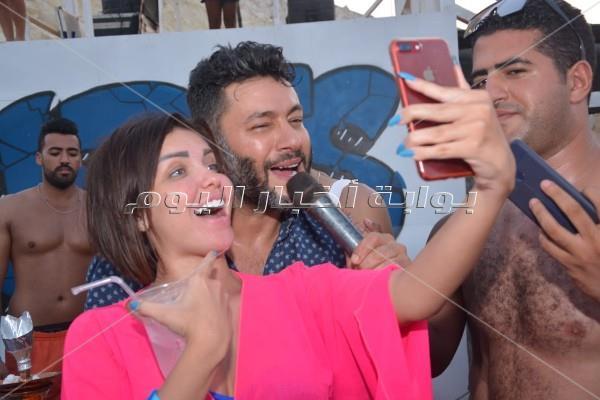زياد برجي وبوسي يتألقان في ختام حفلات الساحل