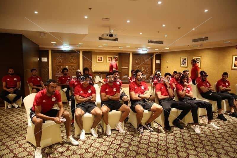 وزير الرياضة يلتقي لاعبي المنتخب