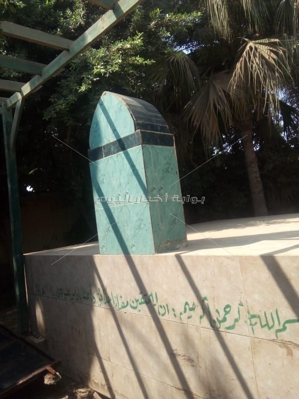 التجهيز لاستقبال جثمان شقيقه السادات