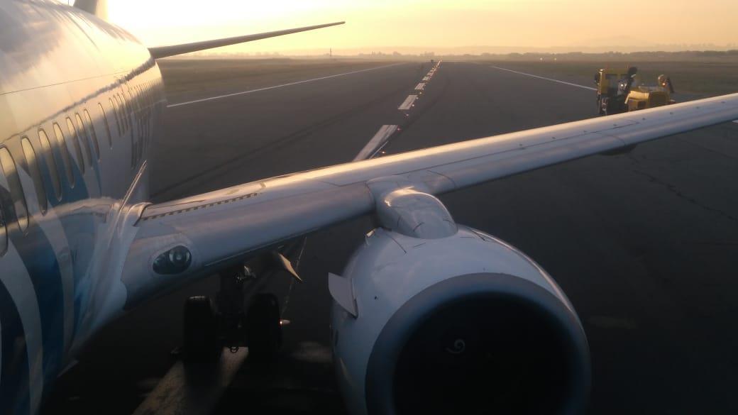 هبوط طائرة مصر للطيران بسلام بعد انفجار الإطارات بصربيا