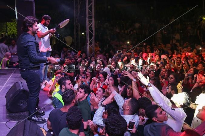 مصطفي حجاج يتألق في حفل خريجي مدارس المنصورة