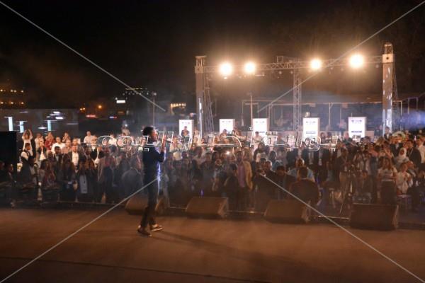 حماقي يتألق في حفل عالمي على سفح الأهرامات