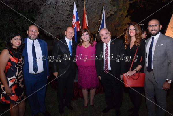 وزيرا التموين والآثار يحتفلان بالعيد الوطني للتشيك