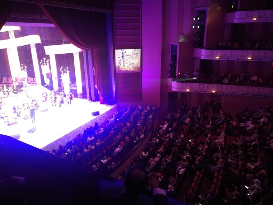 وزير الثقافة تستمتع بألحان «الشاروني» في المسرح الكبير