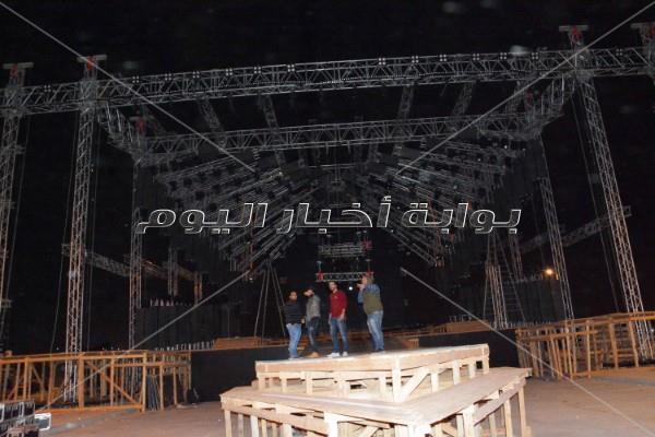 تجهيزات حفل تامر حسني في «كايرو فيستيفال»