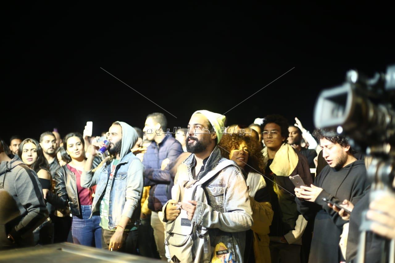 «6 باندات ويوم مزيكا».. مهرجان «بلاك أند وايت» يُشعل الرحاب