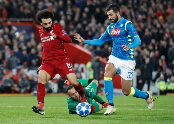 صلاح يبدع أمام نابولي.. ويقود ليفربول لثمن نهائي دوري الأبطال