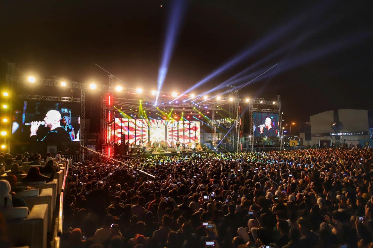 «العسيلي» يحشد مشاعر الطلاب بحفل جامعة مصر