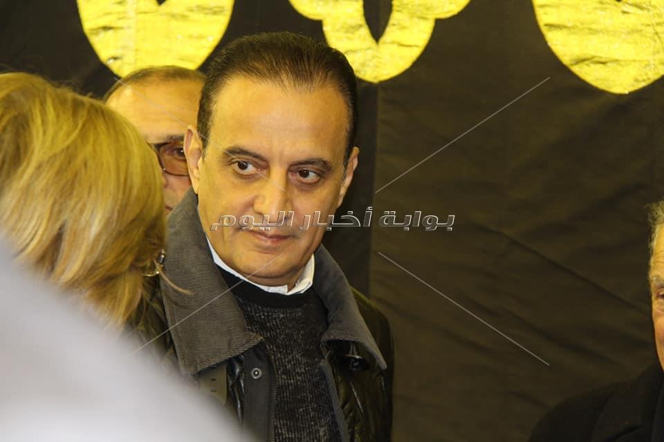 لميس الحديدي وطارق علام يشاركون في عزاء الكاتب إبراهيم سعدة