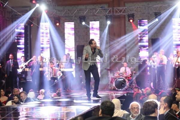 أول حفل لـ«فؤاد» عقب وفاة شقيقه.. وعودة فيفي عبده للرقص