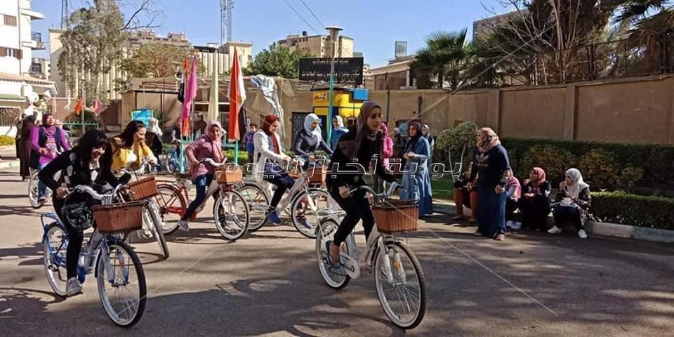 سباقات الدراجات بين الطالبات بممرات المدينة الجامعية