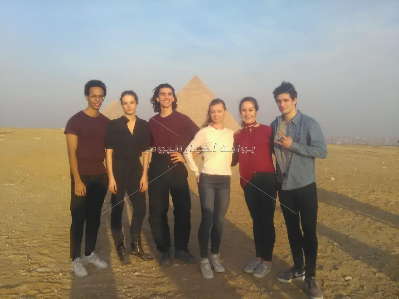 فريق أوبرا باريس يزور الاهرامات