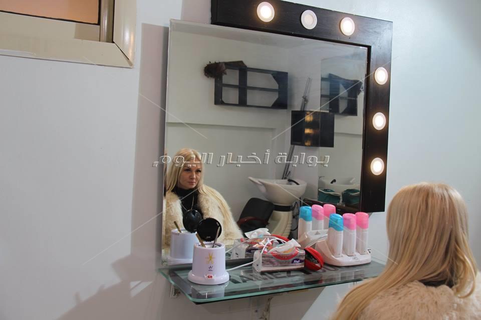 خبيرة التجميل مريم.. تشرح طريقة تركيب الرموش الاصطناعية