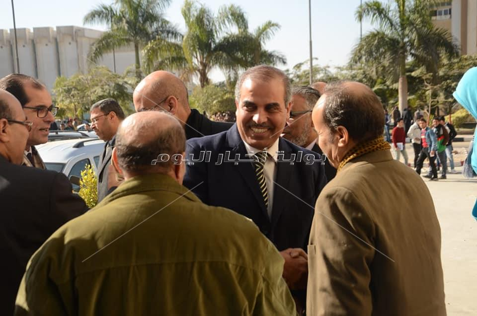 رئيس جامعة الأزهر يتفقد امتحانات «الإعلام»