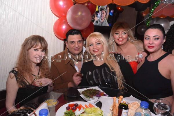نيللي ونرمين الفقي وتامر أمين يحتفلون بعيد ميلاد عمرو جمعة
