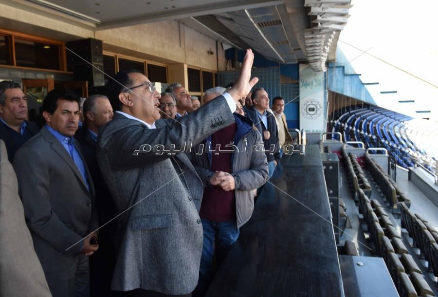 رئيس الوزراء يتابع أعمال تطوير إستاد القاهرة استعدادا لبطولة الأمم الإفريقية_ تصوير:أشرف شحاتة