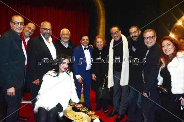 الصور الكاملة لاحتفال الفنانين بمسرحية هنيدي «3 أيام في الساحل»