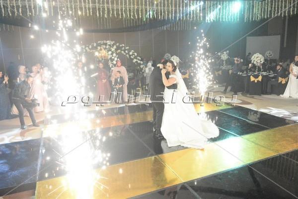 الليثي يُشعل زفاف «مسلم ومنة» بـ«عم يا صياد»