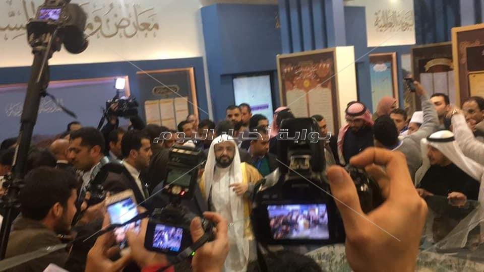 صور| الإمام الأكبر يتفقد جناح الأزهر الشريف بمعرض القاهرة الدولي للكتاب