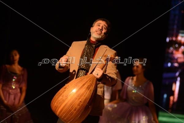 تصفيق ودهشة بعودة الفن الجميل بمسرحية «سيرة حب»
