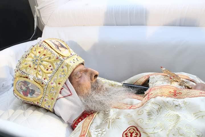 بالصور  نننشرالمرقد الأخير لأسقف البحر الأحمر قبل دفنه