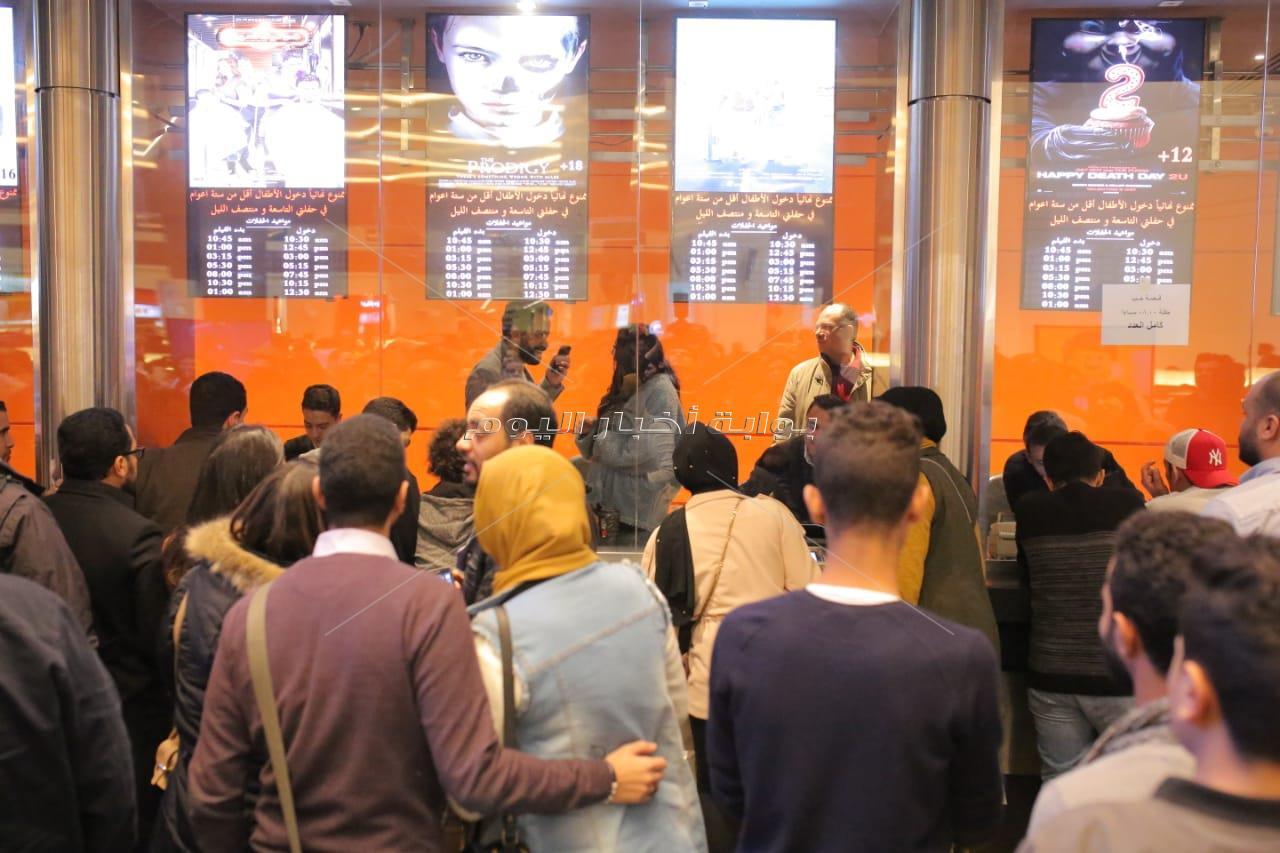 سامح حسين وساندي يشاهدان «عيش حياتك» مع الجمهور