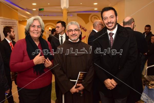 تكريم أعضاء لجنة تحكيم مهرجان المركز الكاثوليكي