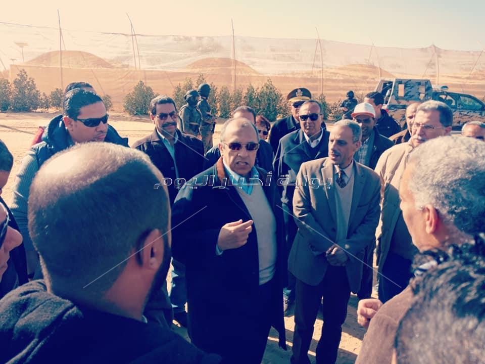 وزير الزراعة يتفقد مشروع استزراع 20 ألف فدان غرب المنيا