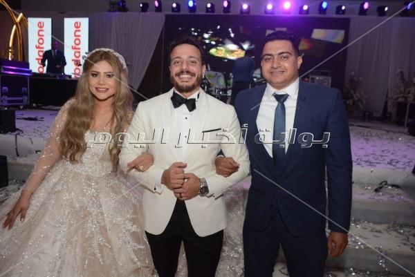زفاف مجاني من عمرو دياب للفائزين في مسابقة ألبومه الجديد