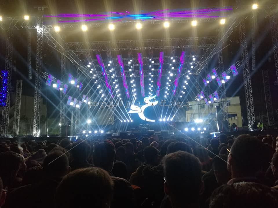 حفل عمرو دياب بجامعة مصر «كامل العدد»