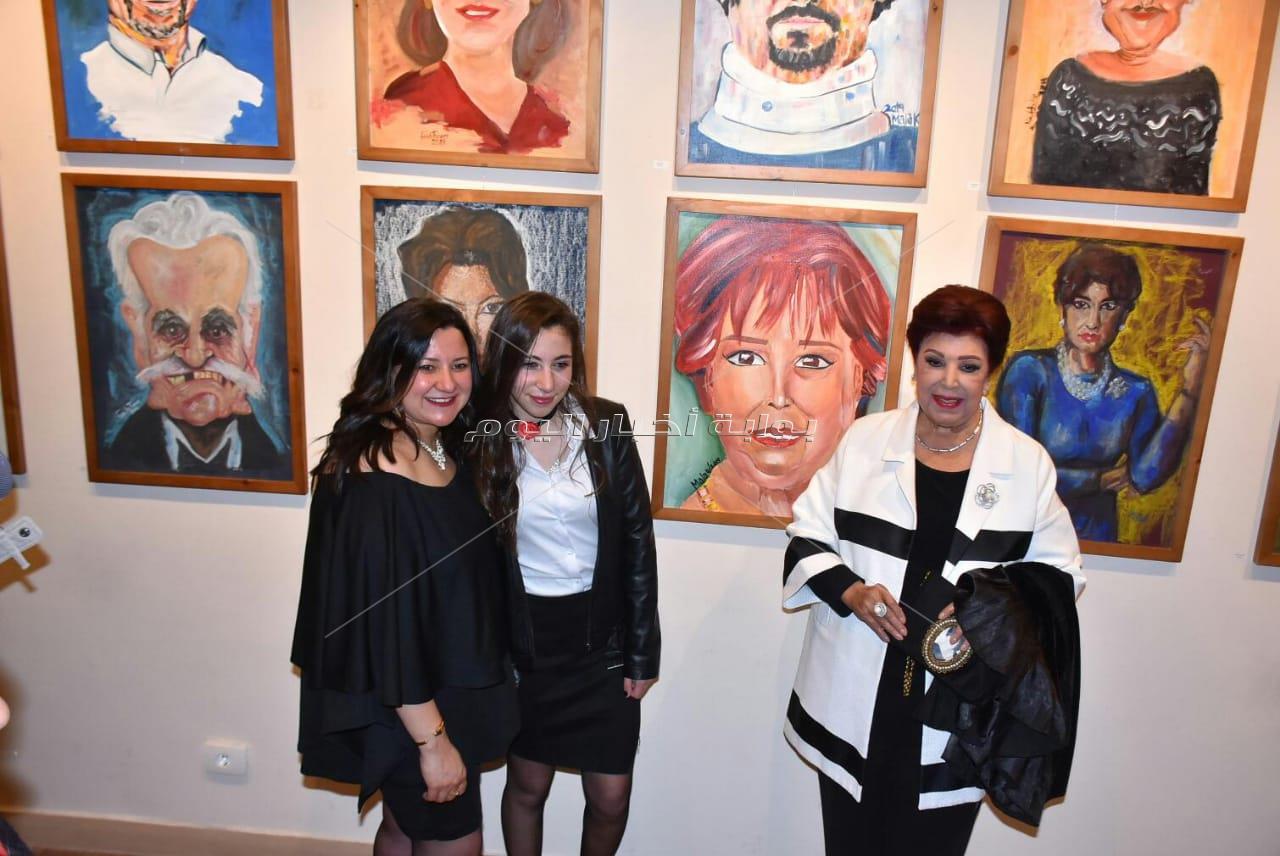 الجداوي وفراج ووفاء سالم بحفل «دونزي» للفنون التشكيلية
