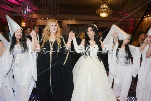 عبد الباسط حمودة وشذى ودينا يحتفلون بزفاف «أحمد وهيا»