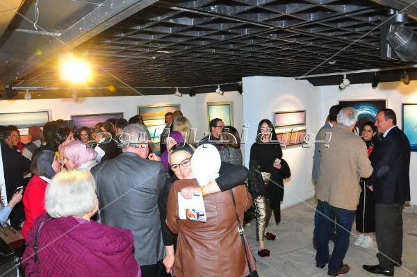 فنانون تشكيليون يفتتحون معرض «تواصل» لنادية زكي